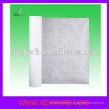 En rollo de sábanas de papel desechables