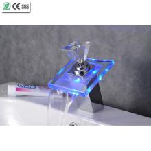 Diamond Handle LED torneira de vidro torneira da pia da cachoeira torneira (QH0819F)