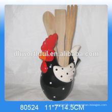 Porta-utensílios de cerâmica com forma de galinha