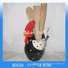 Керамическая кухонная утварь с курицей