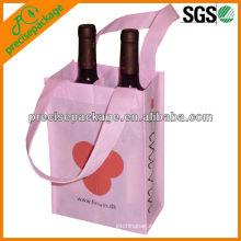 2 botellas de vino que llevan el bolso