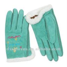 Вышивка овечьей зимой перчатка