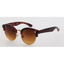 Пластиковые модные солнцезащитные очки для женщин