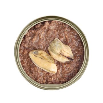 Comida para gatos conservada del alimento para mascotas con el material natural