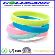 Alta calidad promocional personalizado logotipo de goma banda de mano / pulsera de silicona