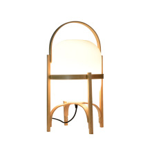 Lámpara de mesa de madera clásica