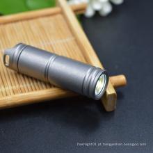 Com lanterna de titânio com bateria de íon-lítio de 130 lúmens