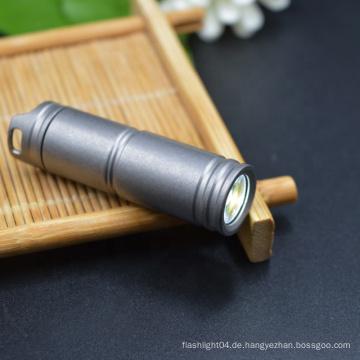 Mit 130 Lumen Lithium-Ionen-Akku Taschenlampe Titanium Titan