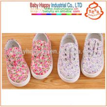 Дети на открытом воздухе случайные плоские девочки shcool shoes