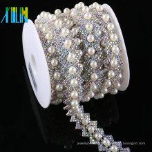Grânulos dos cristais de rocha do preço barato da fábrica e corrente de Strass da pérola plástica fraca para a roupa