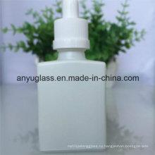 Молочная белая бутылка стеклянной бутылки с эфирным маслом и пластиковым алюминиевым колпачком