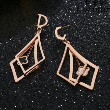 Pembedahan Keluli Tahan Karat 4 Leaf Clover Dangle Earrings