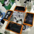 Machine de sérigraphie à table rotative avec dispositif de téléchargement