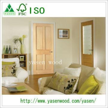 Porte en bois à quatre panneaux en pin rayé