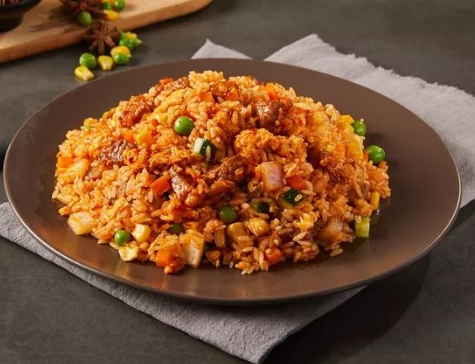 Fried rice with spicy meat sauce
