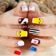 Fabuleux tatouage ongles style japonais frappant pour les jeunes femmes