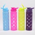 Ясные стеклянные бутылки с красочными силиконовые рукава