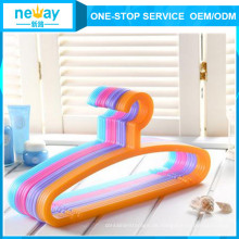 Candy Farbe Anti-schleudern Kunststoff Kleiderbügel
