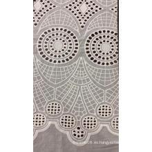 Tela bordada de algodón con búho blanco