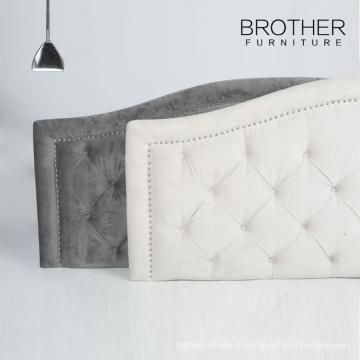 Conceptions modernes tapissées de tête de lit en bois avec le touffetage