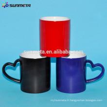 Vente en gros de transfert de chaleur des tasses à changement de couleur, des tasses avec une poignée de forme de coeur