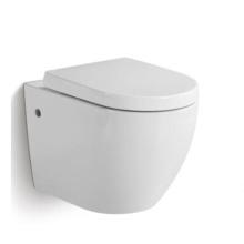 Inodoro sin marco colgado en la pared de cerámica