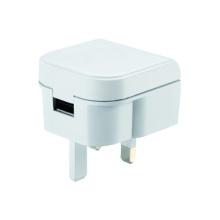 Подключите универсальное зарядное устройство USB-адаптер для путешествий