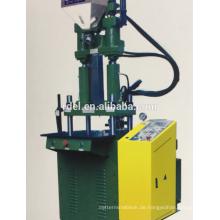 Plastikstecker der vertikalen Spritzgießmaschine, der Maschine bildet