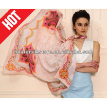 La nueva manera 2013 posee el mantón del diseño en seda con buena calidad por la impresión de la pantalla