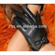 La manera más nueva que pulimenta los guantes de cuero de s de las mujeres cortas