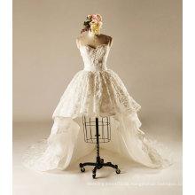 Kurzes Hochzeitskleid mit Hofzug
