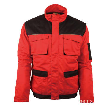 Rote warme Winterjacke