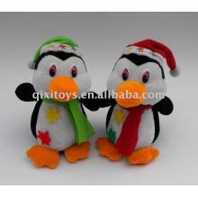 pingouin en peluche doux avec chapeau et écharpe