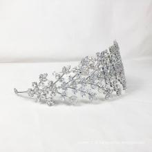 Cocar de noiva de folha de cristal de prata de luxo.