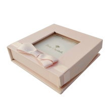 Rosa kleine Armbandschmuck-Geschenkbox mit Band