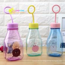 Dibujos animados transparente transparente de taza de plástico Children's milk bottle with hand-held
