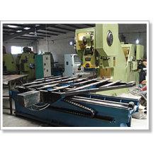 Perforiertes Metallgitter, das Maschine herstellt
