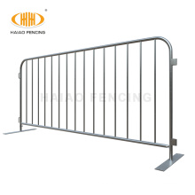 Flat feet galvanized crowd control barrier