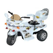 Los niños más vendidos del mercado viajan en un vehículo eléctrico de motocicleta con luz