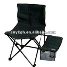 Cadeira de dobra preta com mesa lateral e porta-copos
