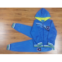 Traje deportivo para niños pequeños en ropa para niños