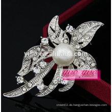 Elegante Diamantblattbrosche