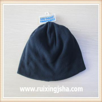 junge schwarze Vlies Hut Mütze