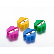 Einfacher billiger Anspitzer im Plastikglas