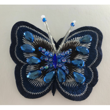 Patch appliqué à la main de broderie papillon perlé