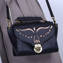 Kulit hitam Hollow kulit beg crossbody