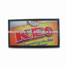 Estera de barra de goma en relieve con logotipo