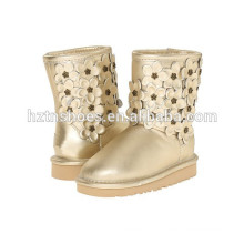 Модные женские кожаные ботинки Зимняя обувь с декоративными цветами