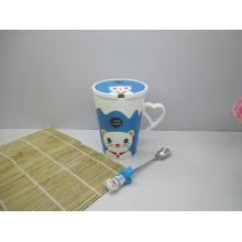 Porzellan-Kaffeebecher mit Deckel und Löffel