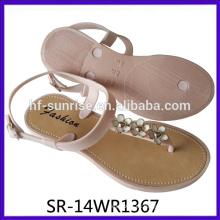 Nuevas mujeres de Pcu que soplan el zapato